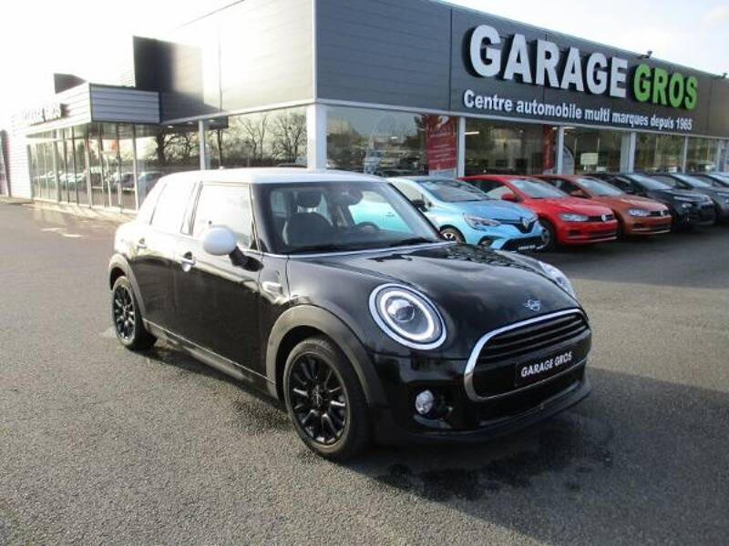 Voir la photo n°1 de la voiture d'occasion MINI MINI F55 LCI — Cooper D 116 ch BVA7