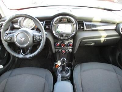 Voir la photo n°5 de la voiture d'occasion MINI MINI F55 LCI — Cooper D 116 ch BVA7