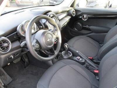 Voir la photo n°4 de la voiture d'occasion MINI MINI F55 LCI — Cooper D 116 ch BVA7