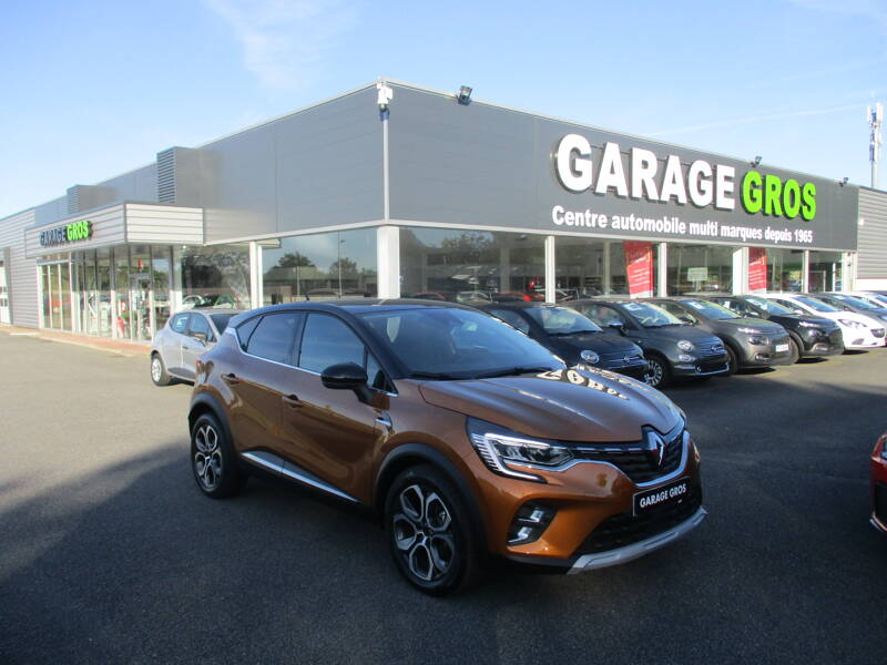 Voir la photo n°1 de la voiture d'occasion RENAULT CAPTUR — Blue dCi 115 Intens