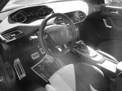 Voir la photo n°5 de la voiture 0KM PEUGEOT 308 — BlueHDi 130ch S&S EAT8 GT Line