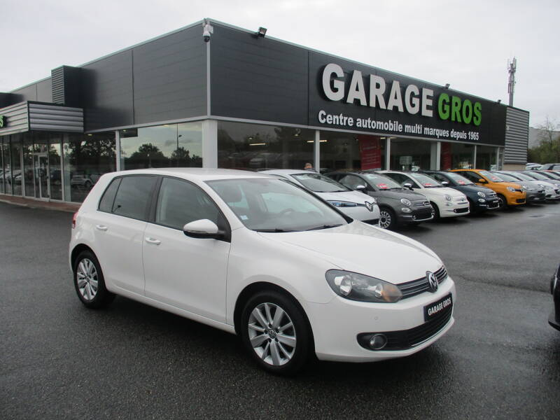 Voir la photo n°1 de la voiture d'occasion VOLKSWAGEN GOLF — 1.6 TDI 105 FAP CR BlueMotion Carat