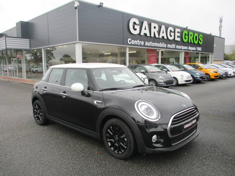 Voir la photo n°1 de la voiture d'occasion MINI MINI F55 LCI — Cooper 136 ch BVA7