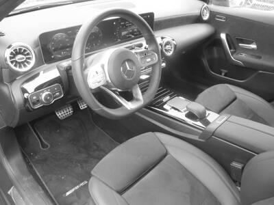 Voir la photo n°5 de la voiture d'occasion MERCEDES CLASSE A — 180 d 7G-DCT AMG Line