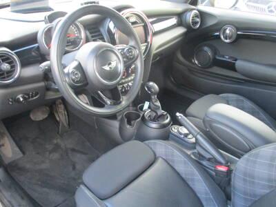 Voir la photo n°4 de la voiture d'occasion MINI MINI F56 — Cooper D 116 ch Pack Chili A