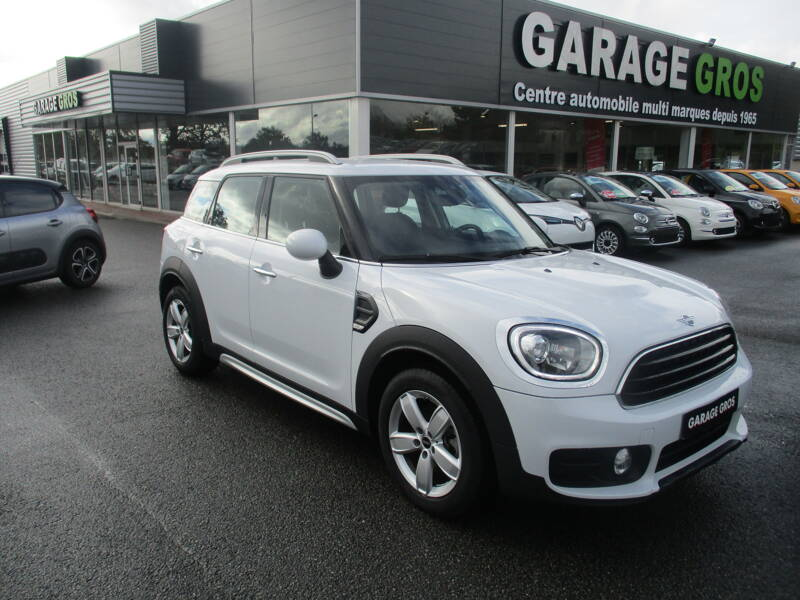 Voir la photo n°1 de la voiture d'occasion MINI MINI COUNTRYMAN F60 — 150 ch BVA8 Cooper D