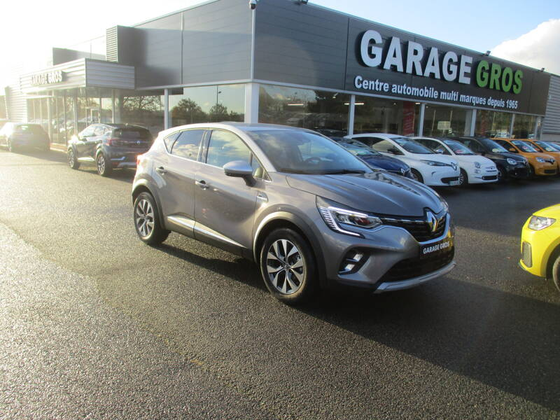 Voir la photo n°1 de la voiture 0KM RENAULT CAPTUR — Blue dCi 95 Intens