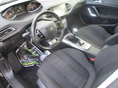 Voir la photo n°4 de la voiture d'occasion PEUGEOT 308 — 1.6 BlueHDi 120ch S&S BVM6 Allure