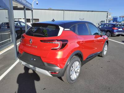 Voir la photo n°4 de la voiture 0KM RENAULT CAPTUR — TCe 140 EDC Business