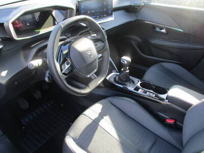 Voir la photo n°4 de la voiture 0KM PEUGEOT 208 — BlueHDi 100 S&S BVM6 Allure