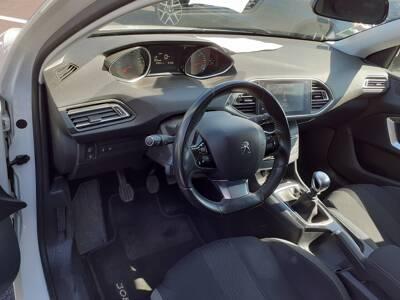 Voir la photo n°4 de la voiture d'occasion PEUGEOT 308 — 1.6 BlueHDi 120ch S&S BVM6 Serie Speciale Style