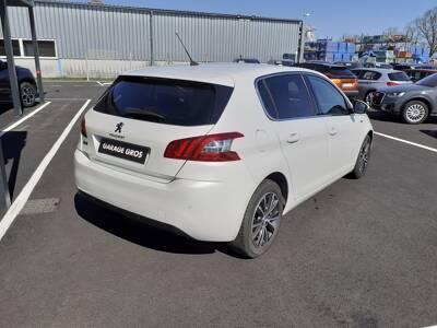 Voir la photo n°3 de la voiture d'occasion PEUGEOT 308 — 1.6 BlueHDi 120ch S&S BVM6 Serie Speciale Style