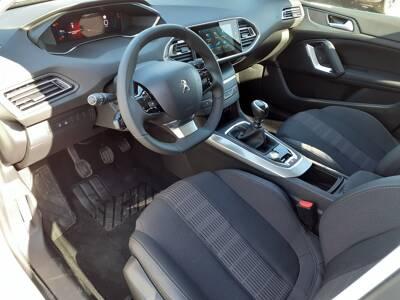 Voir la photo n°4 de la voiture 0KM PEUGEOT 308 — PureTech 110ch S&S BVM6 Allure Pack