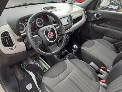 Voir la photo n°4 de la voiture d'occasion FIAT 500L — 1.4 16V 95 ch Popstar