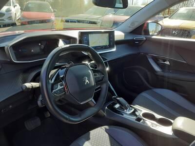 Voir la photo n°4 de la voiture d'occasion PEUGEOT 2008 — BlueHDi 130 S&S EAT8 Allure