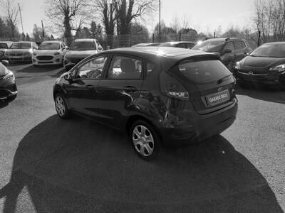 Voir la photo n°2 de la voiture d'occasion FORD FIESTA — 1.25 82 Trend