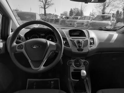 Voir la photo n°5 de la voiture d'occasion FORD FIESTA — 1.25 82 Trend
