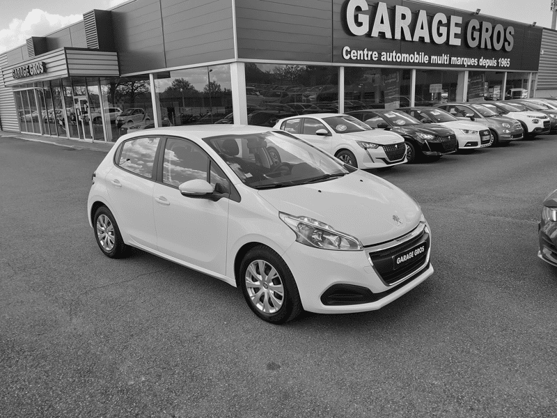 Voir la photo n°1 de la voiture d'occasion PEUGEOT 208 — 1.6 BlueHDi 75ch BVM5 Active