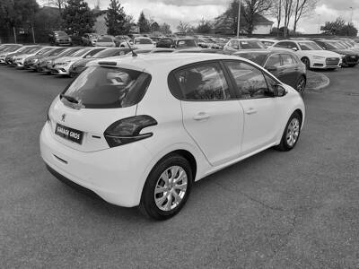 Voir la photo n°3 de la voiture d'occasion PEUGEOT 208 — 1.6 BlueHDi 75ch BVM5 Active