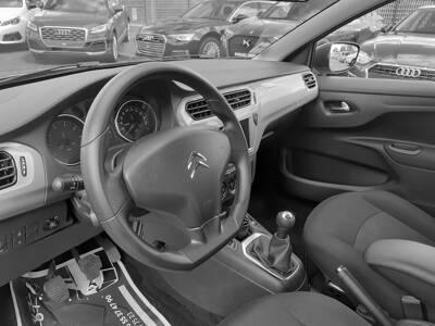 Voir la photo n°4 de la voiture d'occasion CITROEN C-ELYSEE — PureTech 82 Live