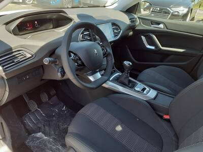 Voir la photo n°4 de la voiture 0KM PEUGEOT 308 — PureTech 130ch S&S BVM6 Allure Pack