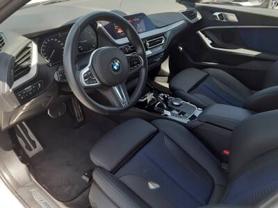 Voir la photo n°4 de la voiture d'occasion BMW SERIE 1 F40 — 118i 140 ch DKG7 M Sport