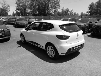 Voir la photo n°2 de la voiture d'occasion RENAULT CLIO IV — dCi 75 Energy Zen