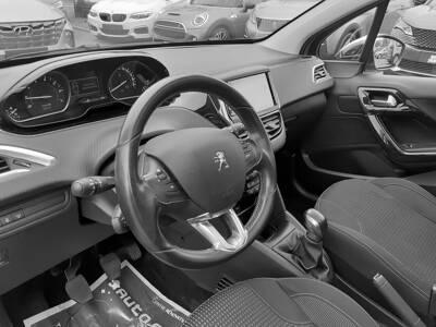 Voir la photo n°4 de la voiture d'occasion PEUGEOT 208 — 1.2 PureTech 110ch S&S BVM5 Allure