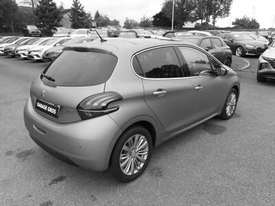 Voir la photo n°3 de la voiture d'occasion PEUGEOT 208 — 1.2 PureTech 110ch S&S BVM5 Allure