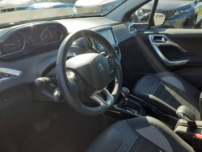 Voir la photo n°4 de la voiture d'occasion PEUGEOT 2008 — BlueHDi 120ch S&S EAT6 Allure