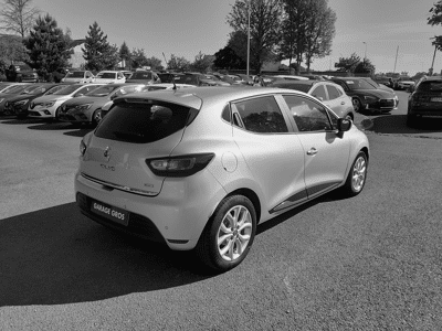 Voir la photo n°3 de la voiture d'occasion RENAULT CLIO IV — dCi 90 Energy Intens